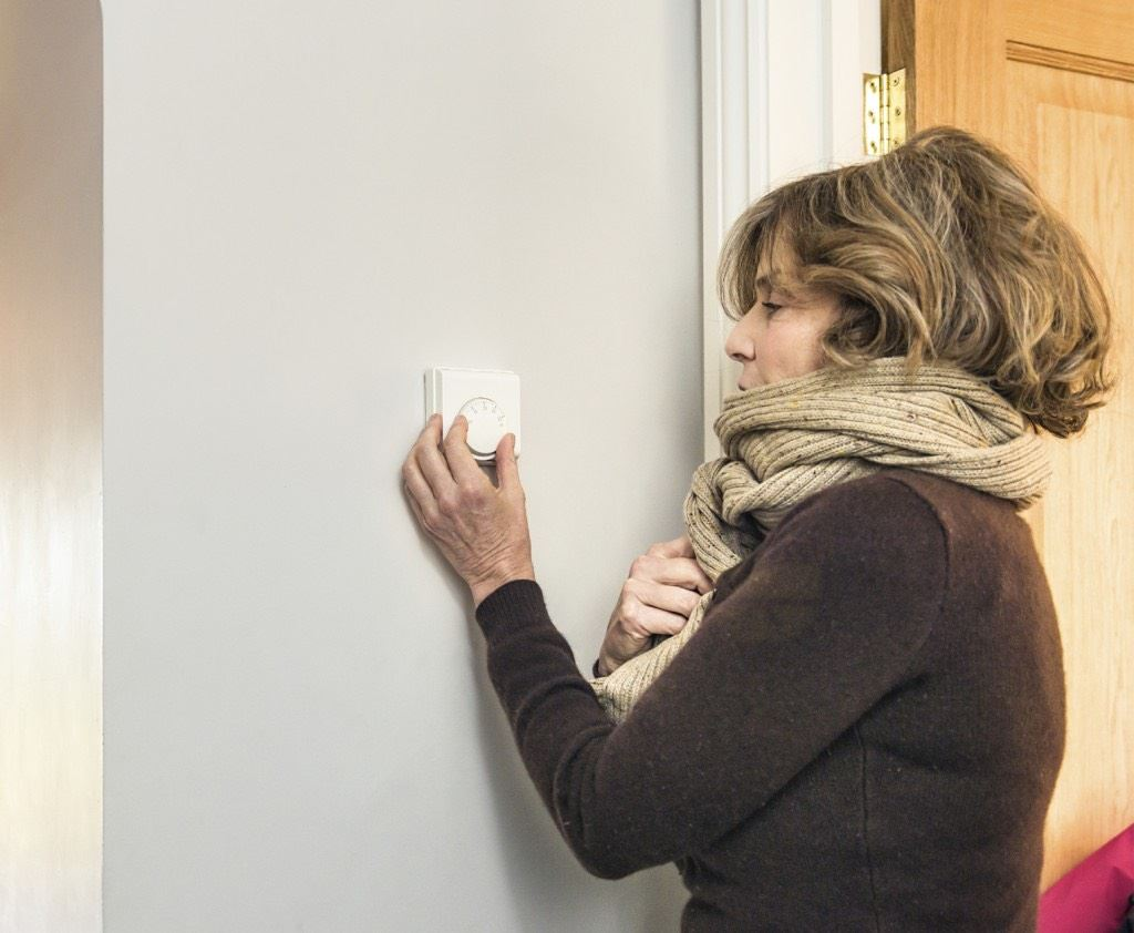 Adjusting the heating thermostat
